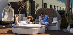 Кровать для отдыха на террасе