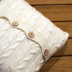 Подушка вязаная декоративная, пломбир-косы