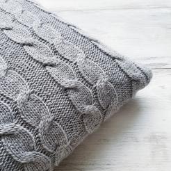Подушка вязаная декоративная, сталь-косы